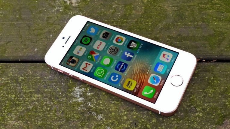 Телефон Apple iPhone SE
