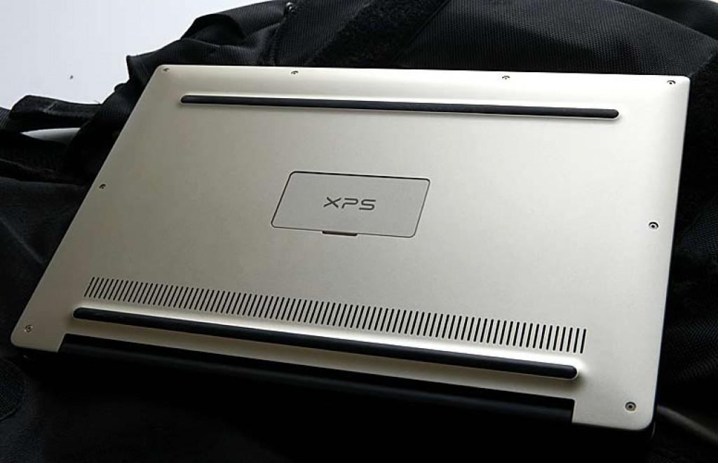 Золотой Dell XPS 13. Дно ноутбука