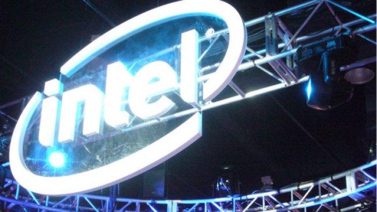 Логотип Intel на выставке