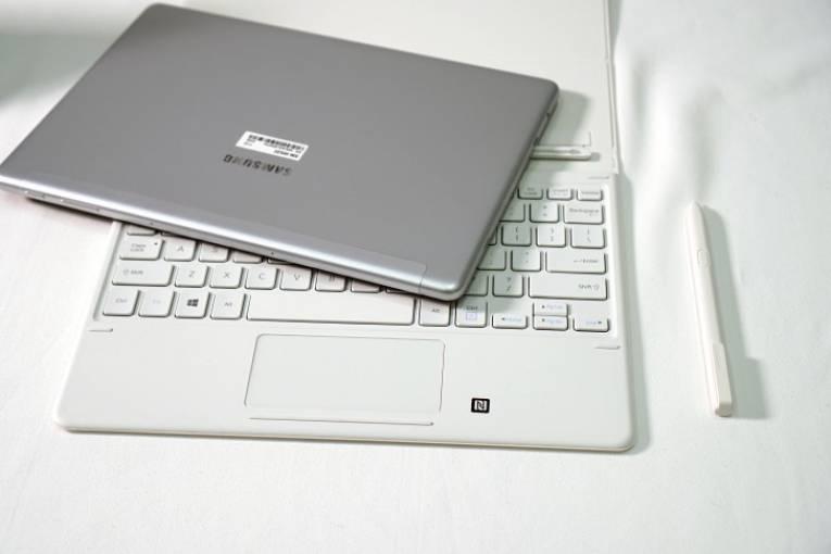 Планшет и клавиатура Galaxy Book
