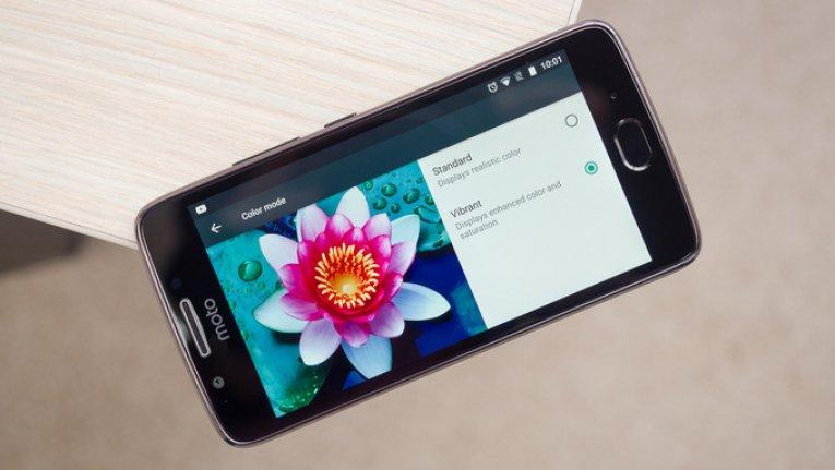 Бюджетный смартфон Motorola Moto G5