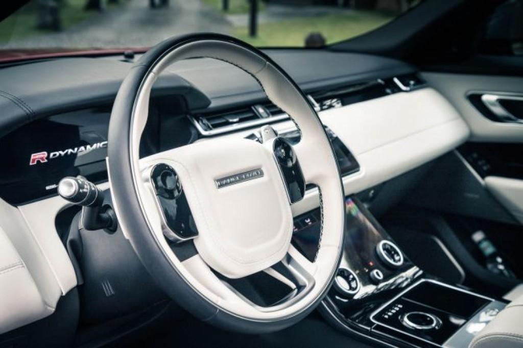 Интерьер Range Rover Velar