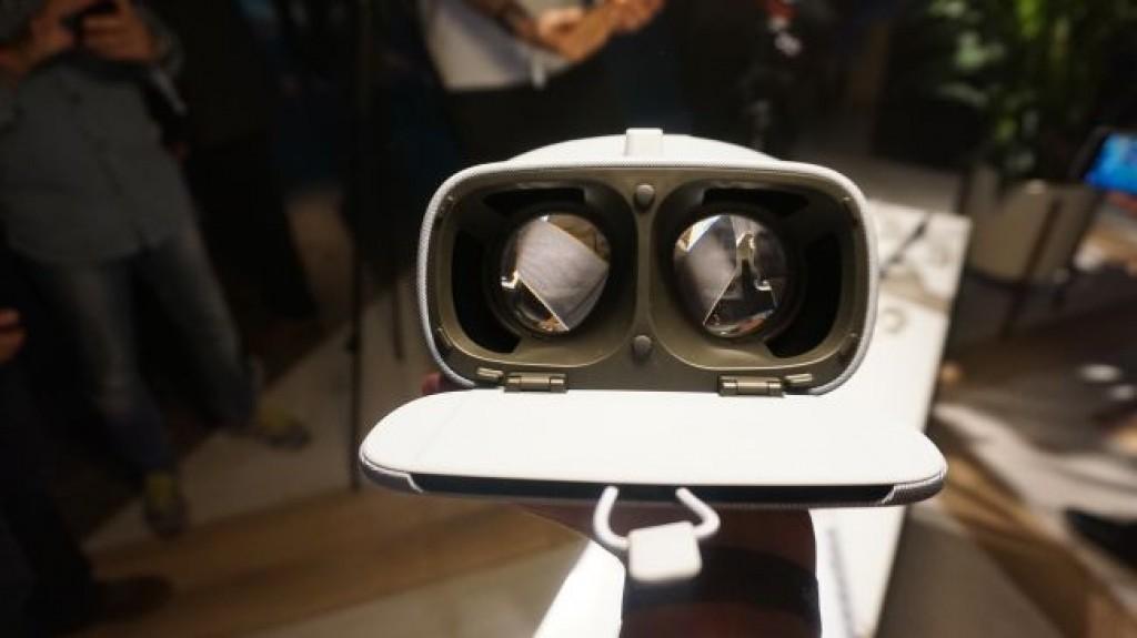 Гарнитура VR Google Daydream View (2017)