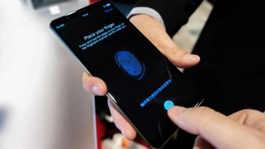 Смартфон с экранным сканером отпечатков пальцев Synaptics