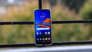 Бюджетный смартфон - Moto E6 Plus