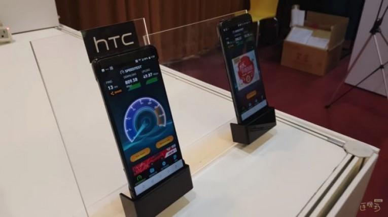 Новый HTC U12 в наклейках