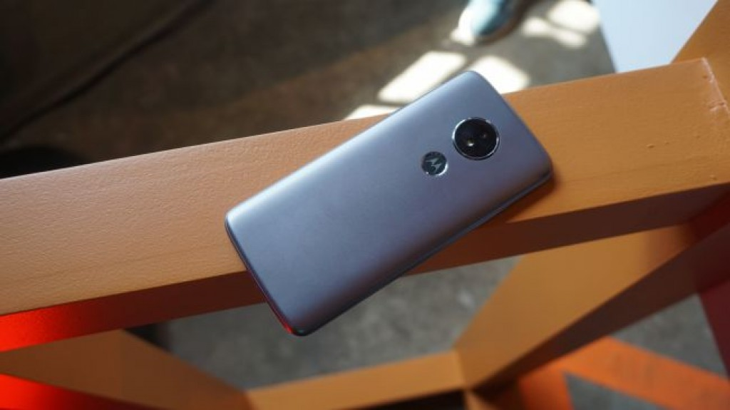 Смартфон Moto E5
