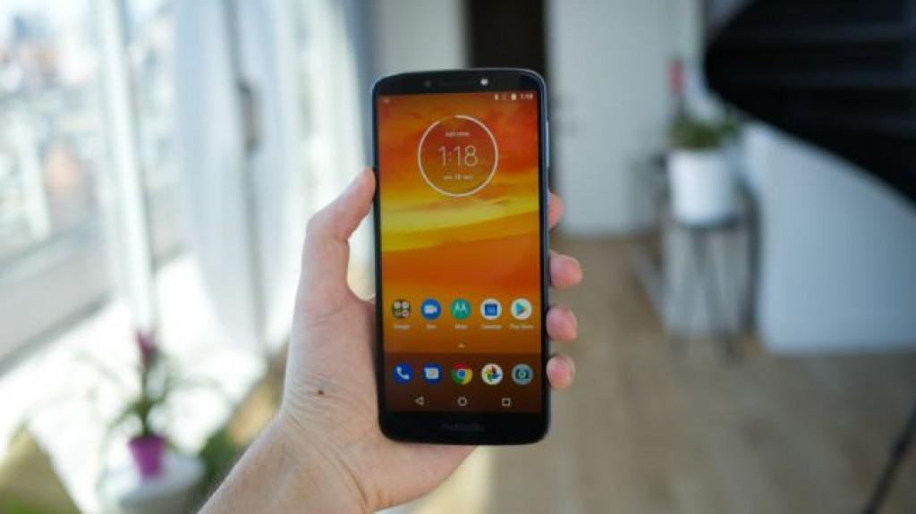 Смартфон Moto E5 Plus