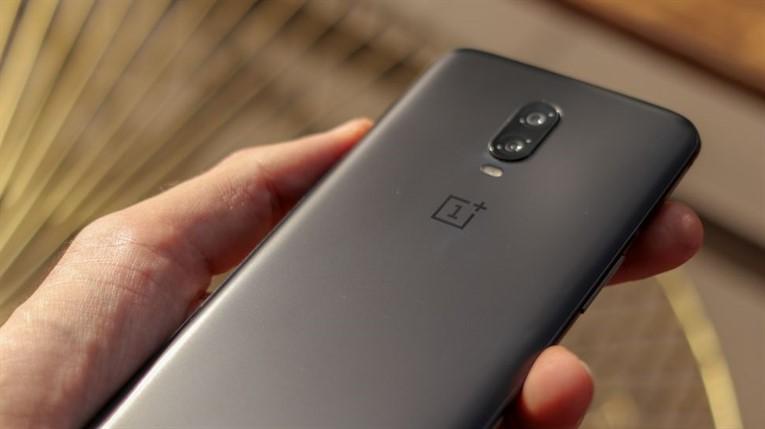 Сравнение OnePlus 6T против Galaxy S9