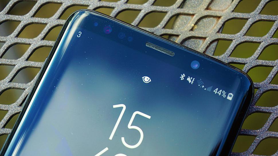 Samsung Galaxy S10: Может предложить подсветку новой камеры!