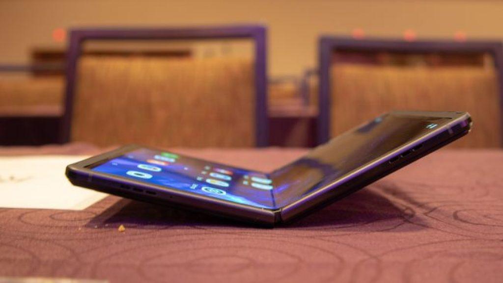 Складной смартфон TCL (2020)