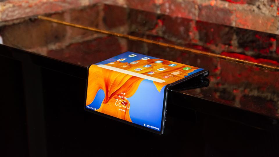 Предварительный обзор Huawei Mate XS