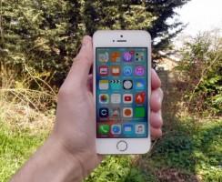 Производство iPhone SE вдвое дешевле розничной цены