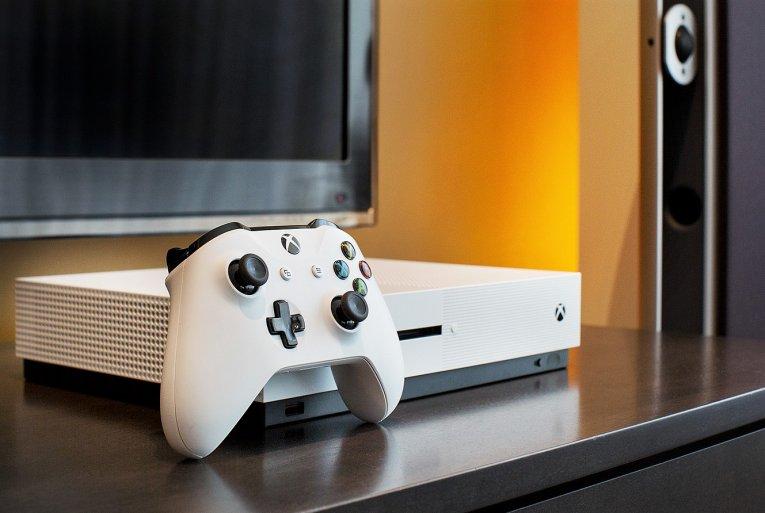 Сравнение Xbox Scorpio против Xbox One S