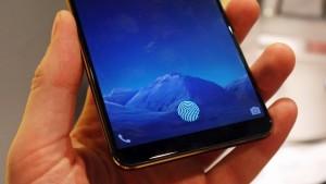 Смартфон VIVO и сканер на экране
