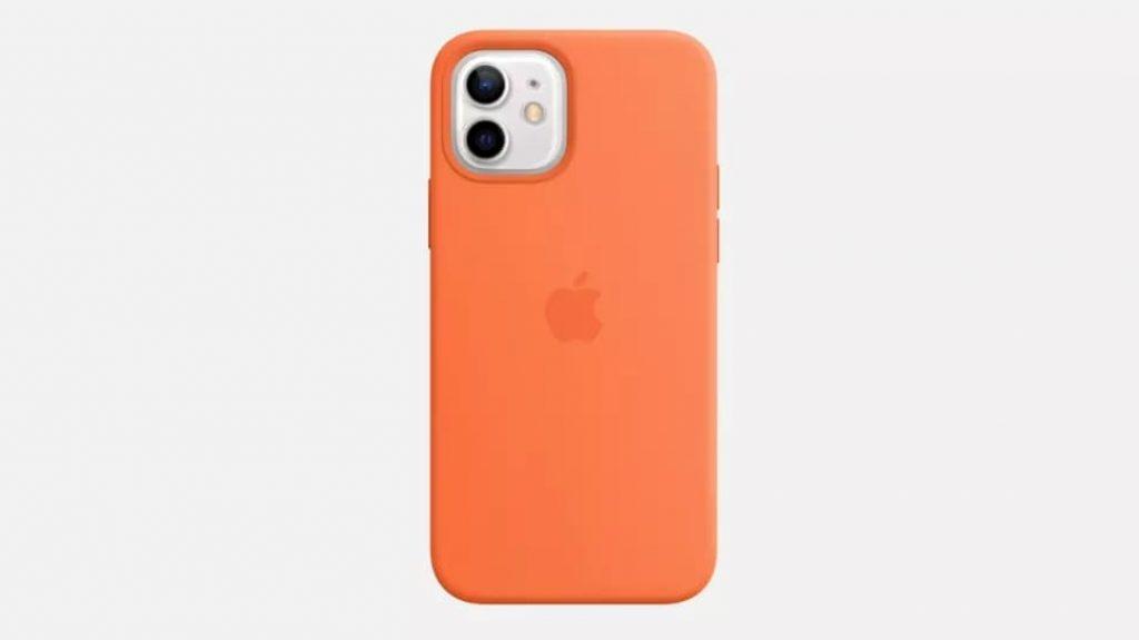 Apple iPhone 12 в оранжевом чехле