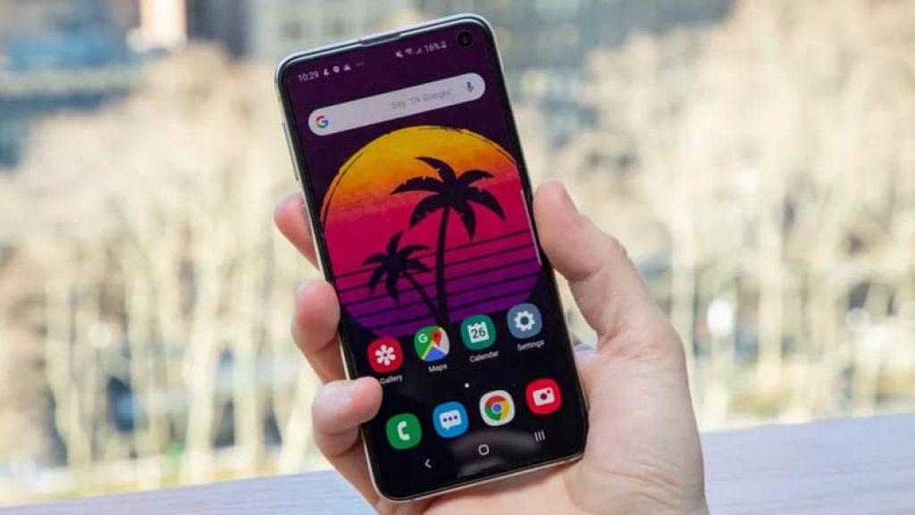 Доступный смартфон Samsung Galaxy S10e