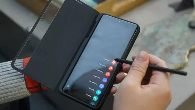 Samsung Galaxy S21 Ultra в чехле-книжке