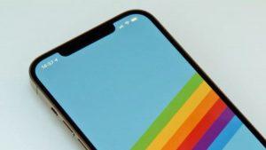 Вырез на экране iPhone 12